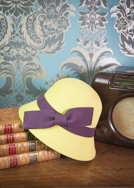 Powder Wool Hat Lime With Aubergine Bow