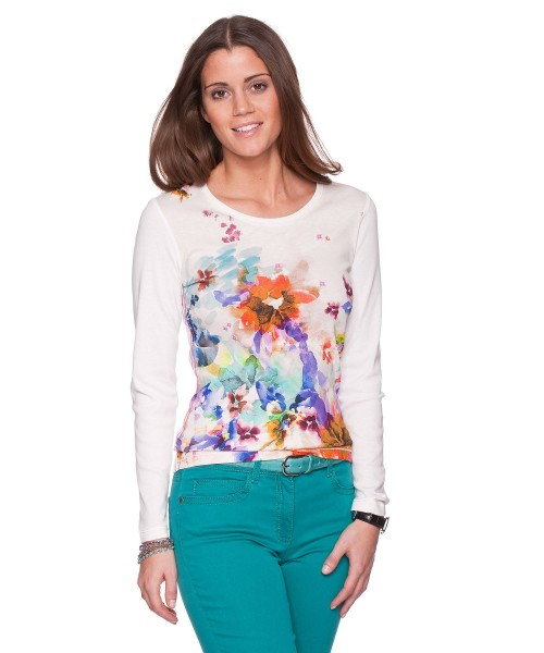 Ladies cotton top by BRAX FEEL GOOD. Simple lonf sleeved cotton top full complimented by an array of watercolours merged together making a pretty floral print.  100% Pima cotton Approx 64cm in length